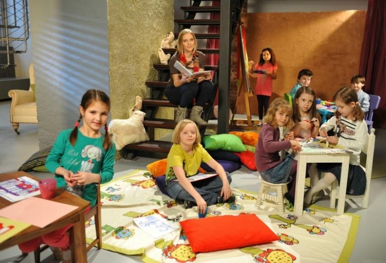45933caa020d40 ... przeczytają dzieciom znani polscy aktorzy. Ilustracją opowieści są  rysunki stworzone przez dzieci, a scenografią wnętrze księgarni lub pokój  dziecięcy.